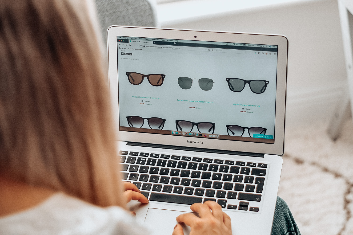 Shopping for sunglasses on Lentiamo.ie